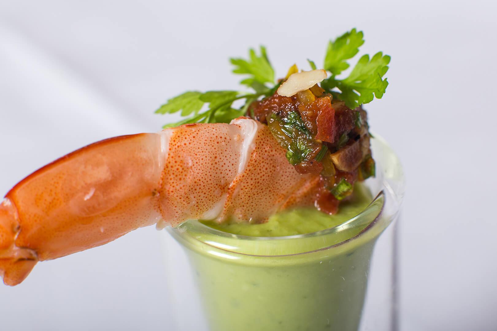 Panna cotta petit pois coco, crevette bouquet, condiment agrume - L'Atelier du Chef - Traiteur Corse