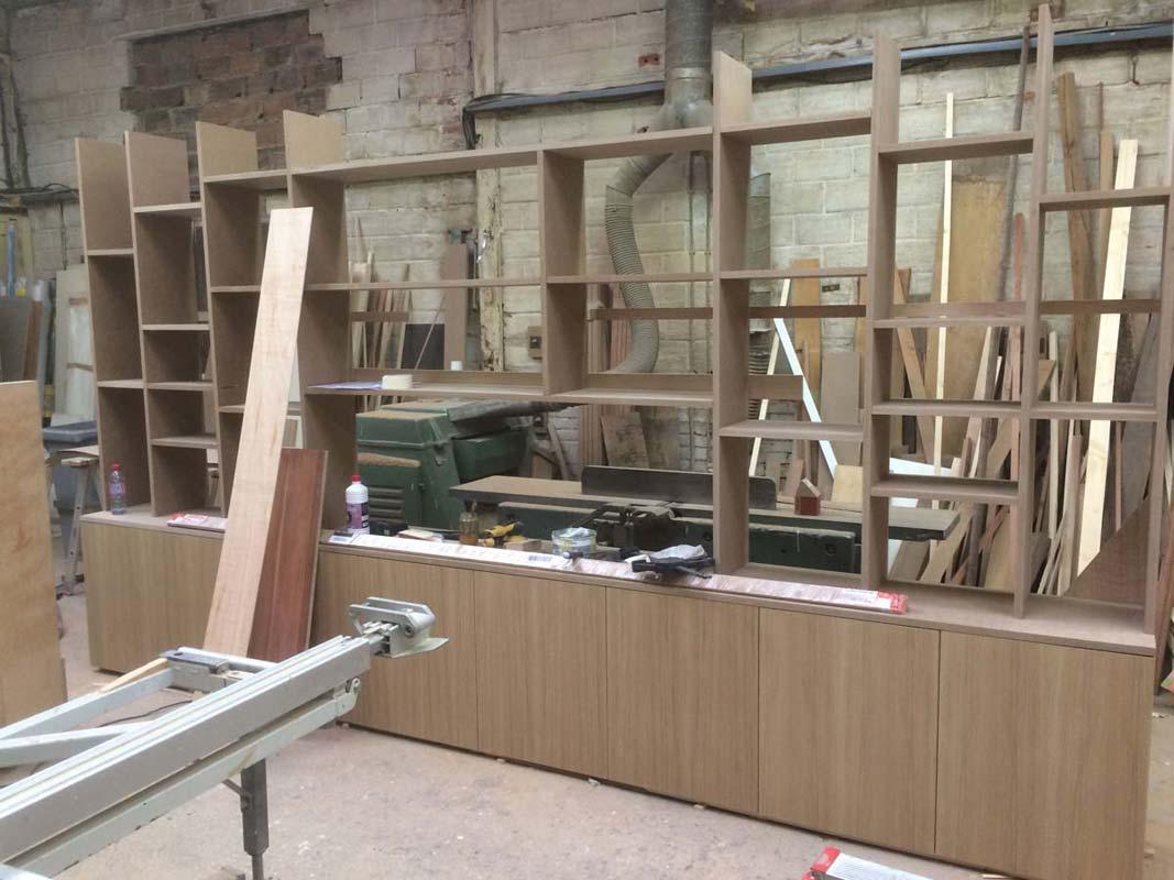mesure et meubles de rangement en bois