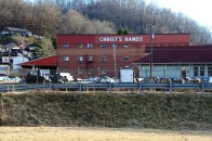 A food bank in Harlan, KY. Homes occupy the nearby hill.