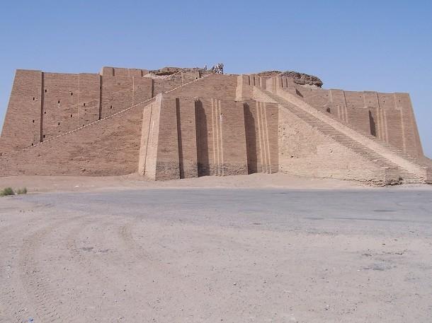 monument-Ziggurat à Ur, en Irak