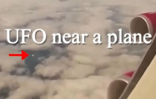 UFO cerca de un avión