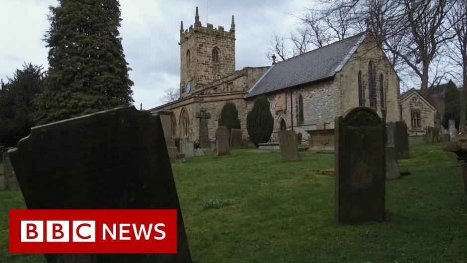 Coronavirus: How Eyam in Derbyshire 'self-isolated' – BBC News