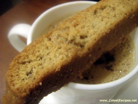 ginger_biscotti_with_cafe_latte