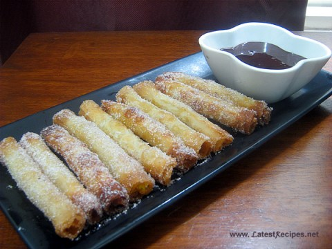 dessert_wontons_with_squash_filling_chocolate_dipping_sauce_1