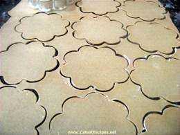 cannoli_dough_cutting