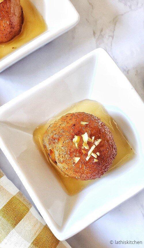 Bowl of bread gulab jamun.