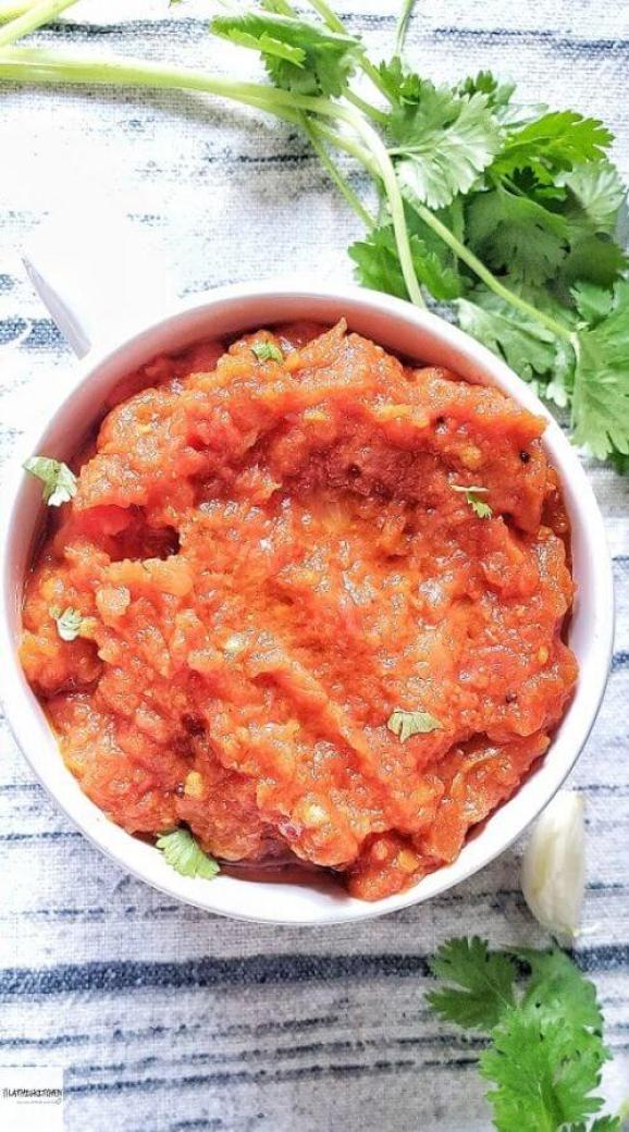 Bowl of tomato thokku.