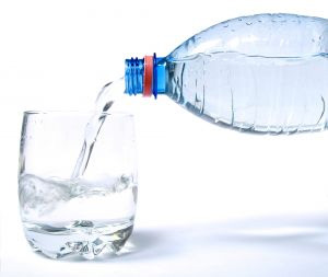 acqu-bottiglia-latina-487654324