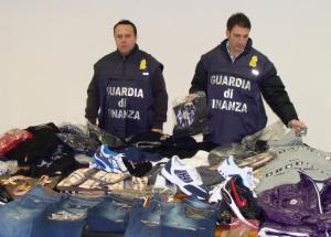 finanza-vestiti-contraffatti-sequestro-latina-54542