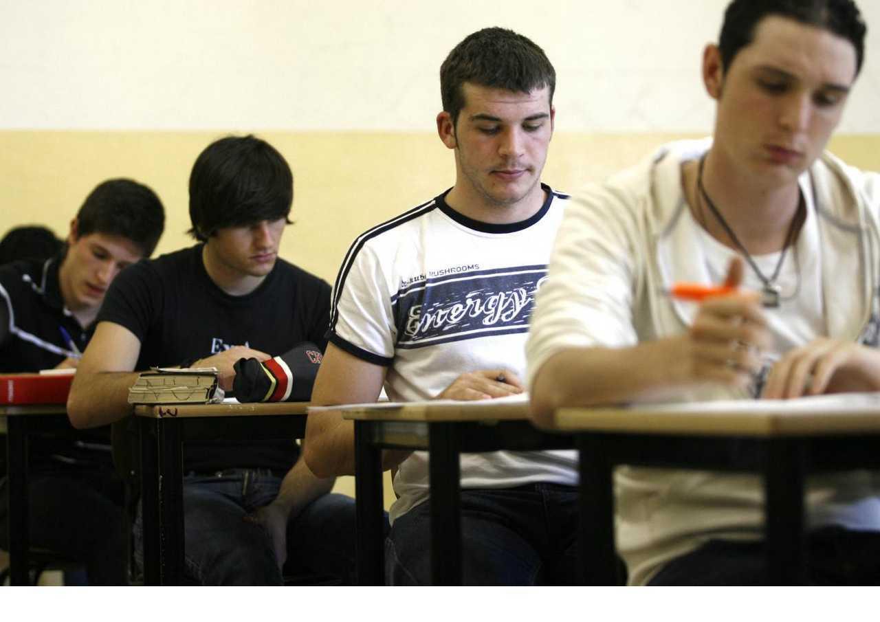 scuola-studenti-compito-classe-latina-4786334