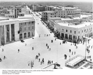littoria-piazza-comune-cartolina-587362522