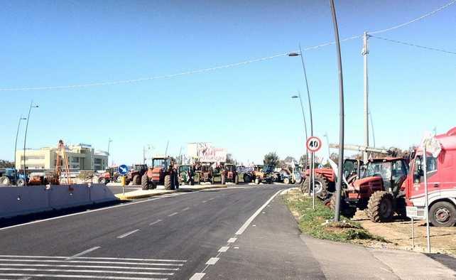 blocco-tir-latina-borgo-san-donato-pontina-4675744