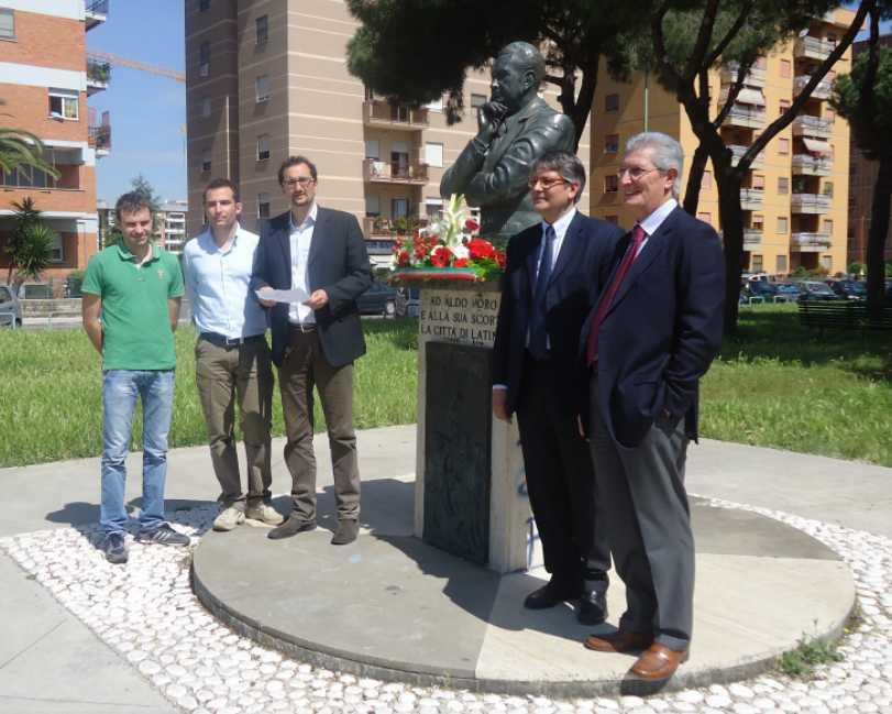 piazza-moro-latina-omaggio-monumento-4687612