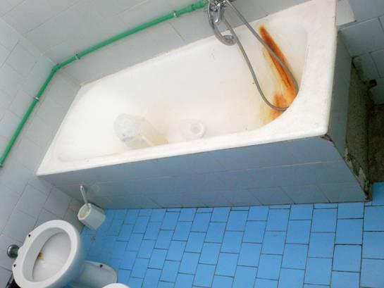 La foto bagni sporchi e cattivi odori allospedale goretti latina