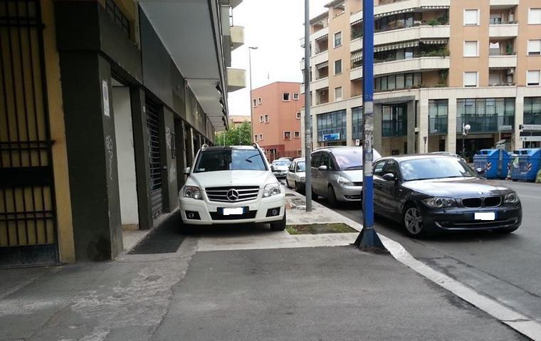 viale-xviii-dicembre-parcheggio-selvaggio-latina-24ore