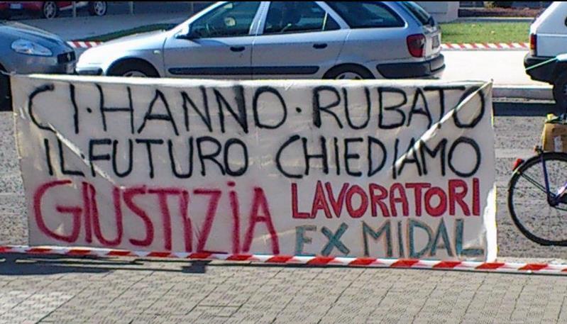 lavoratori-ex-midal-striscione-latina-24ore-5677628