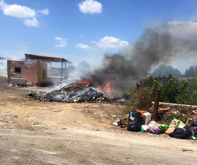 incendio-isola-ecologica-latina-scalo