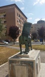 vandali-lupa-piazza-roma-latina-2