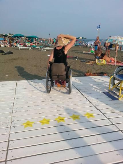 inaugurazione-passerella-disabili-M5S-latina-lido-2015-10