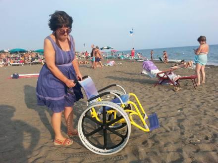 inaugurazione-passerella-disabili-M5S-latina-lido-2015-7