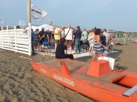 inaugurazione-passerella-disabili-M5S-latina-lido-2015-8