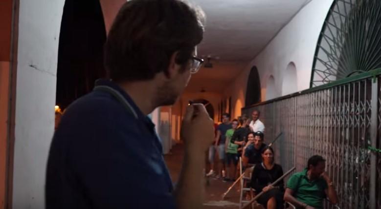newest ac13e 5b2b8 VIDEO In fila per le scarpe? Ecco il video parodia - Latina ...