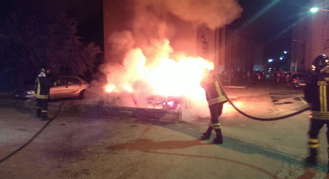 incendio-auto-sabaudia-1