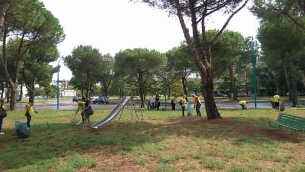 pulizia-parco-via-bachelet-latina-1