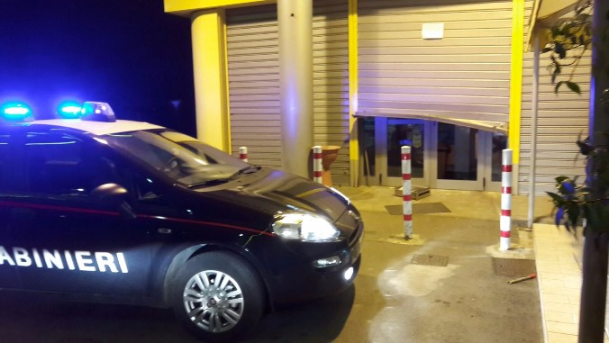 carabinieri-furto-sezze-auto