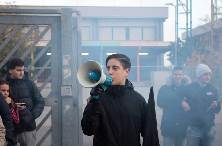 aprilia-protesta-scuola-rosselli-2015-4
