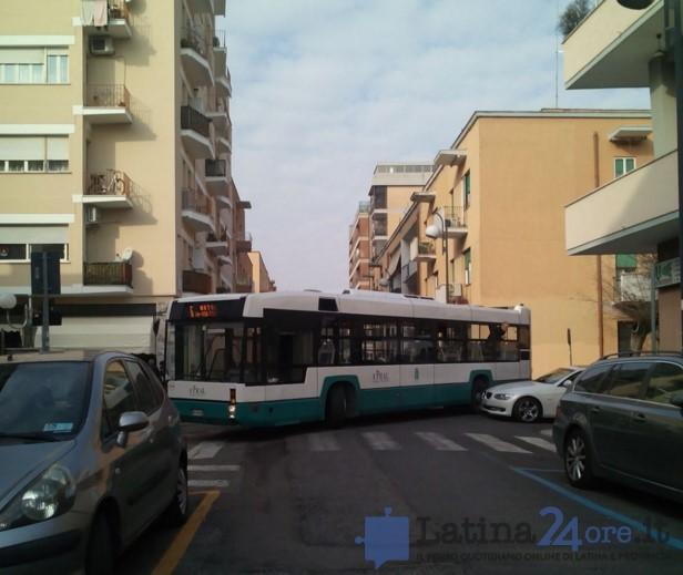 autobus-bloccato-latina-0