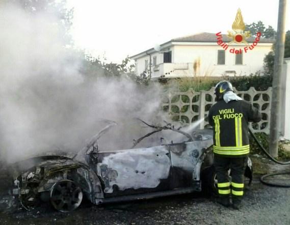 incendio-auto-aprilia-2