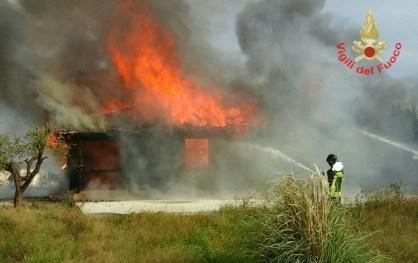 vigili-fuoco-incendio-aprilia-2