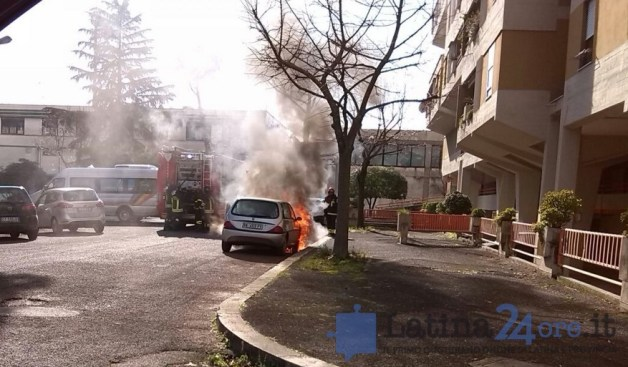 auto-incendio-via-fiuggi-latina