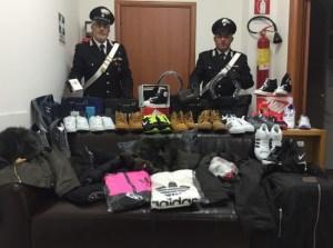 carabinieri-sequestro-scarpe-vestiti