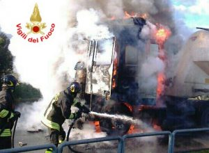 incendio-camion-vigili-fuoco