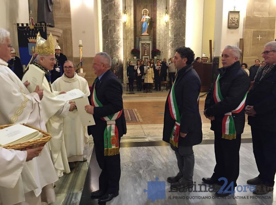 vescovo-crociata-politici-2016