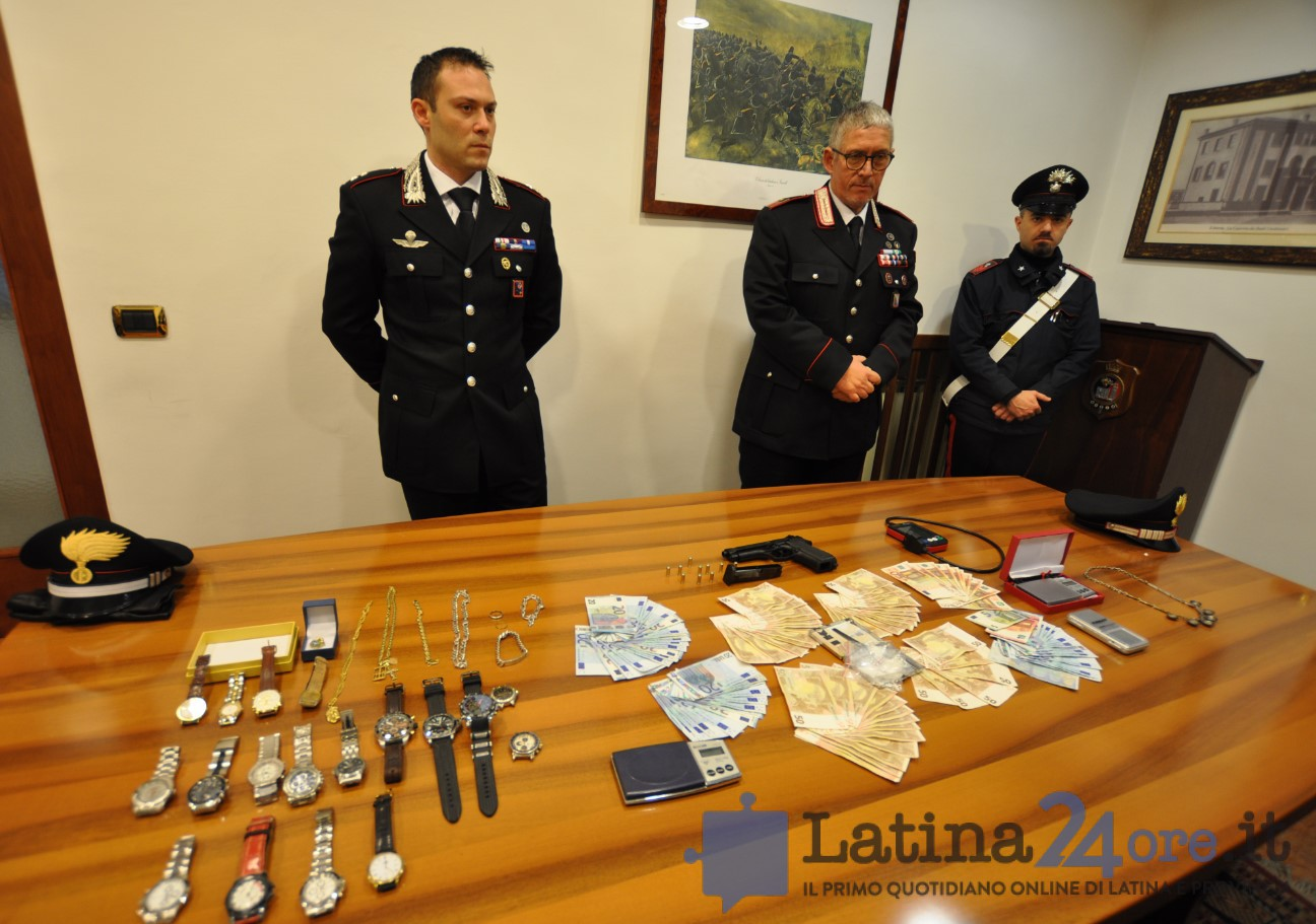 carabinieri-latina-sequestro-droga-soldi-1