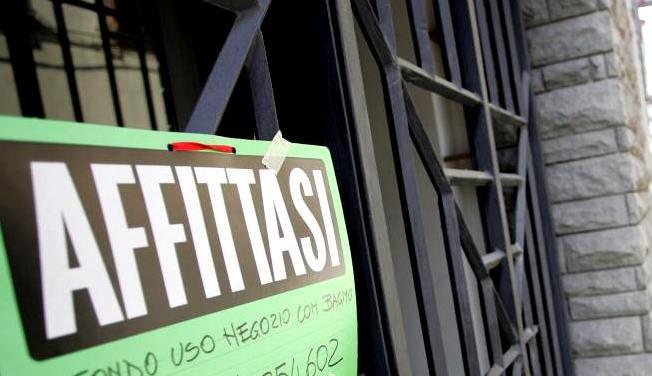 negozio-chiuso-affittasi-latina-cartello