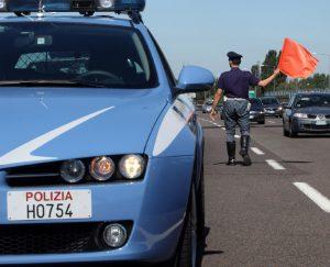 polizia-strada-auto