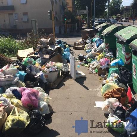 latina-rifiuti-strada-cassonetti