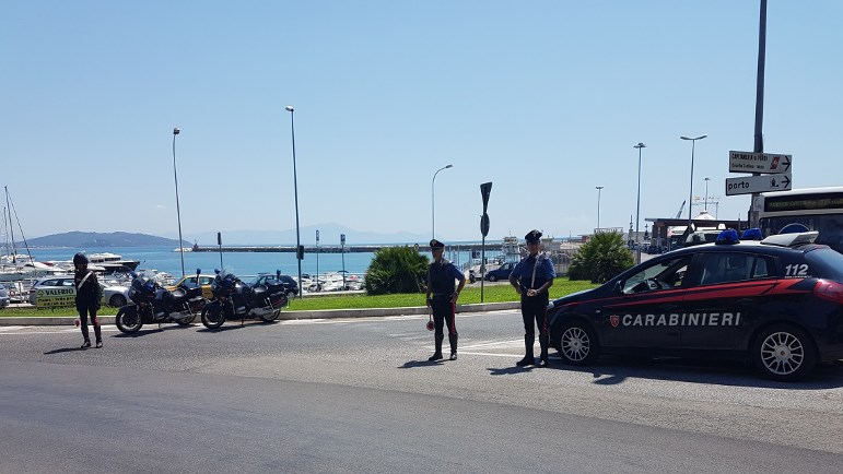 controlli-carabinieri-formia-porto