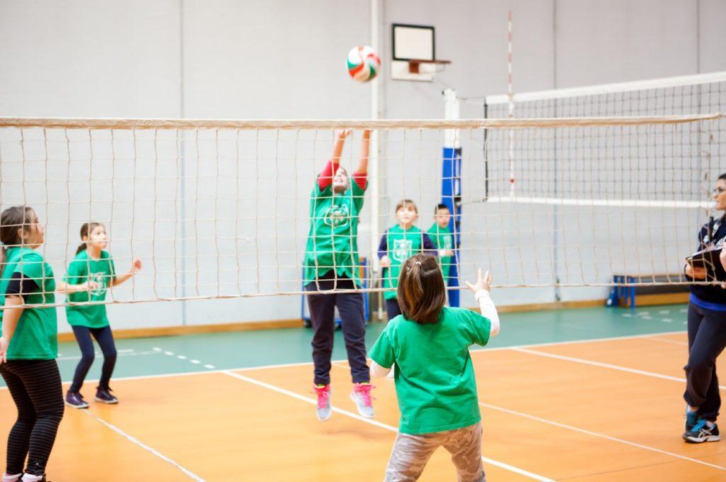 bambini-suola-pallavolo-palestra-latina