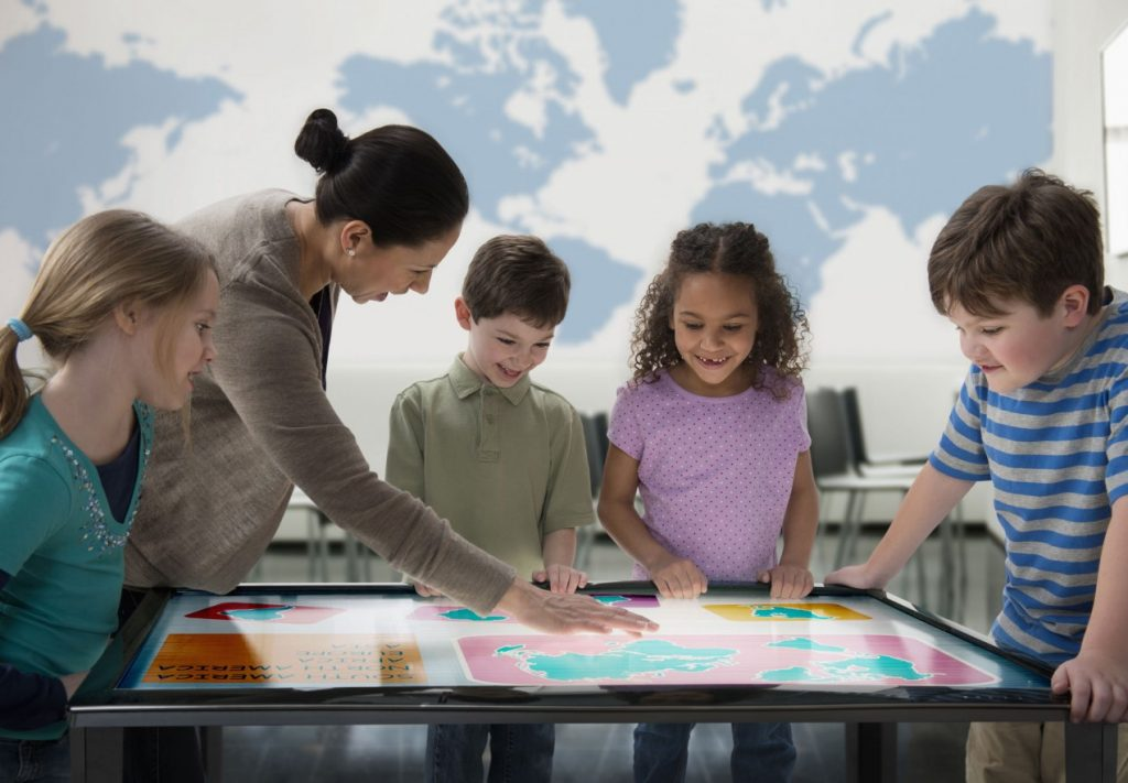 scuola-bambini-tablet-tecnologia-latina-2016