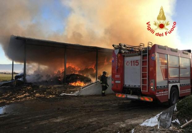 incendio-vigili-fuoco-latina