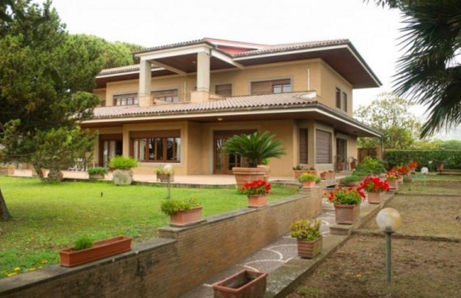 terracina in vendita a 3 milioni la villa dove verdone