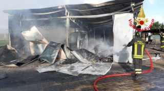 incendio-capannone-sabaudia-2