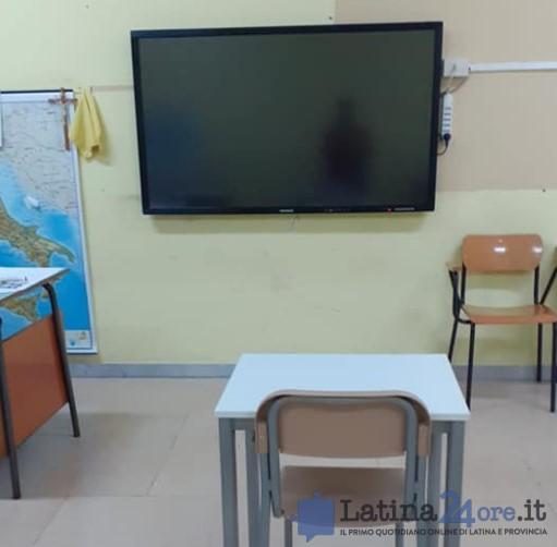 schermo-interattivo-scuola-latina-aula