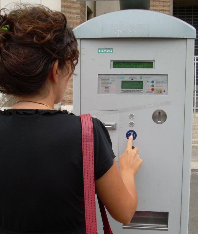 auto_parcheggi_pagamento_strisce_blu_latina