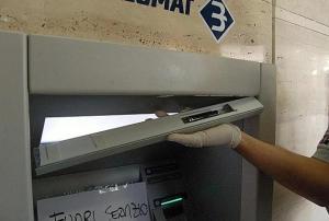 bancomat_manomesso_latina